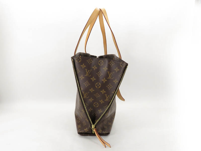 4236f19db616 This item is authentic. I do not buy or sell fakes! Please make sure this  is the bag you want and the size you want as I do not accept returns for  buyers ...